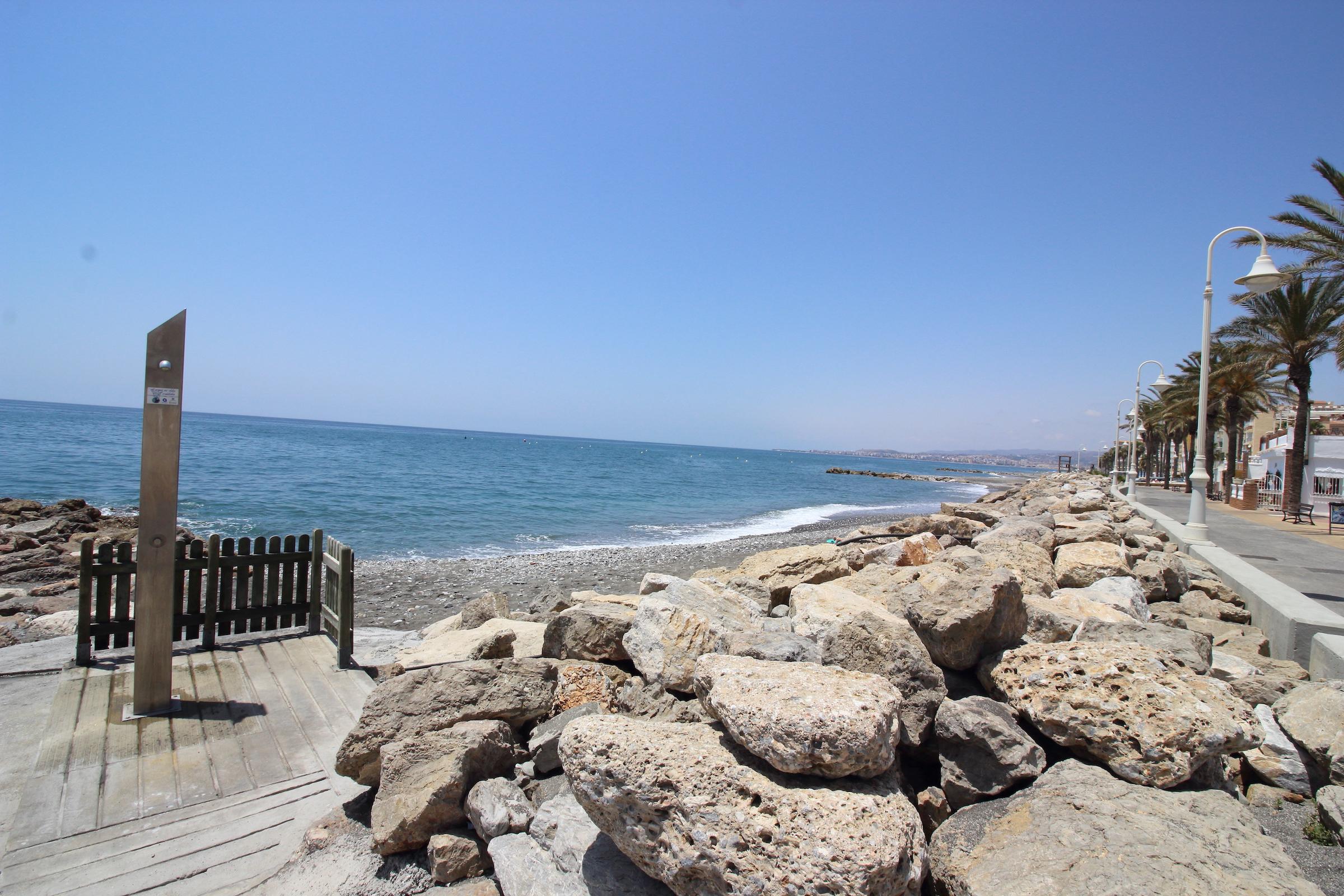 Apartamento nuevo en Mezquitilla a 100m de la playa y paseo marítimo